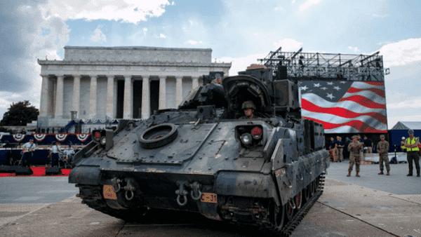 Critican desfile militar de Trump por el Día de la Independencia