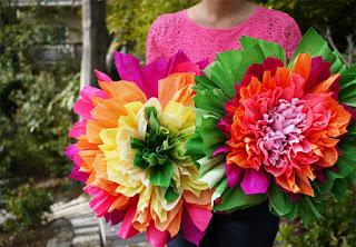 come realizzare fiori multicolori in carta crespa