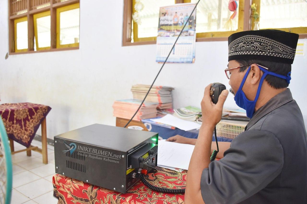 Susah Sinyal, ORARI Kebumen Fasilitasi Belajar Jarak Jauh Pakai HT