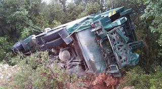 Τραγωδία στην Τήνο: Απορριματοφόρο έπεσε σε γκρεμό. Δύο νεκροί