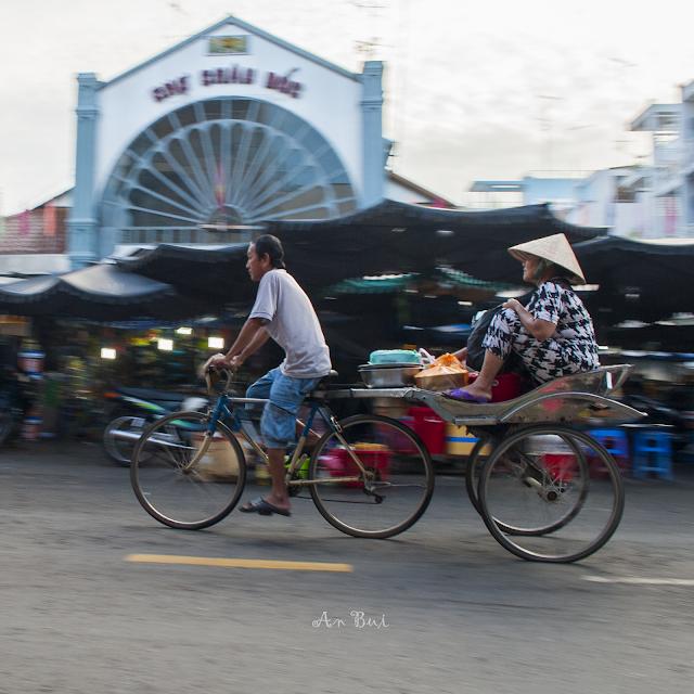 Sáng sớm tại Chợ Châu Đốc