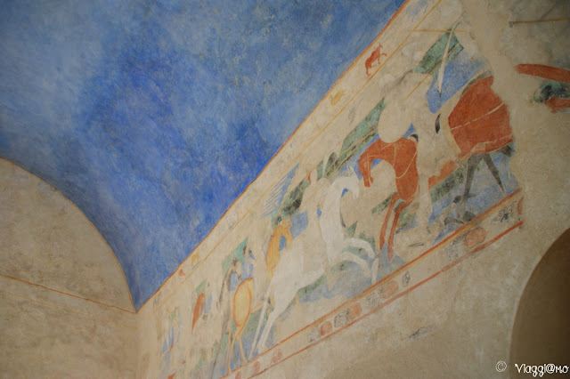 Una sala affrescata del castello