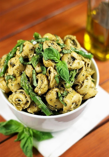 Pesto Tortellini Salad with Asparagus Photo
