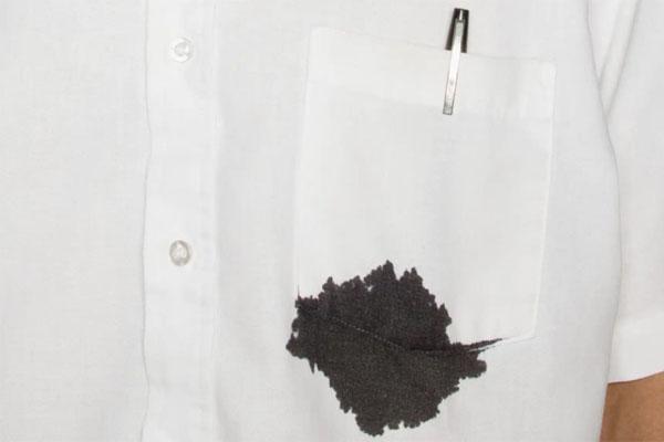 Cách tẩy vết mực bút bi trên áo trắng hiệu quả