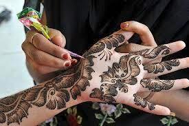 Gambar Lukisan Henna Di Tangan Pengantin