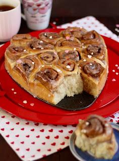 Saftiger Zimtschnecken-Kuchen / Hefeschnecken-Kuchen