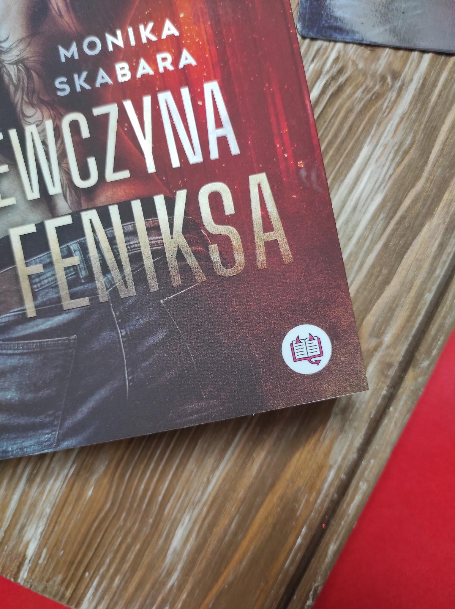 """""""Dziewczyna feniksa"""" Monika Skabara  - recenzja - Patronat Medialny"""