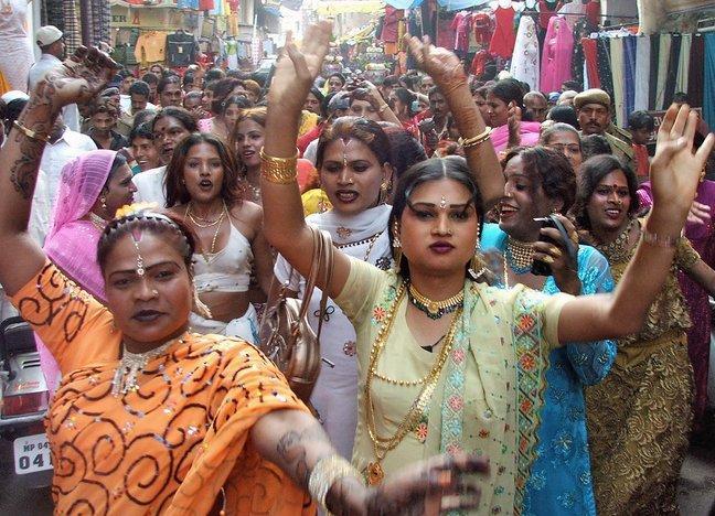 Me encuentro gay travesti de citas pakistán