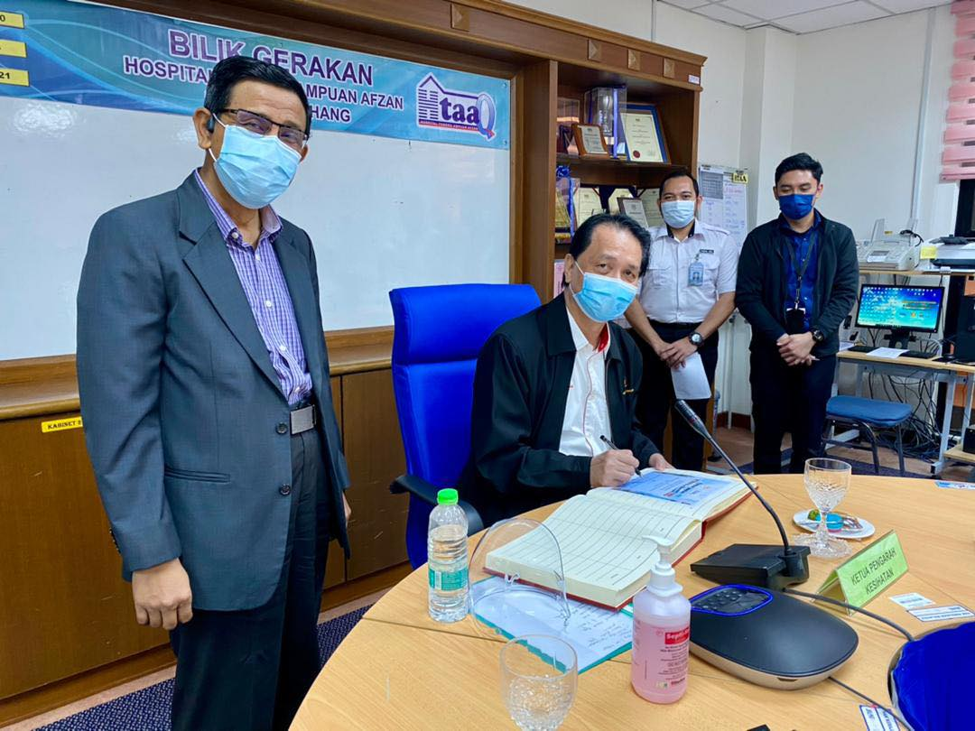 Pakar-pakar Klinikal dan Ketua-ketua Jabatan di Hospital Tengku Ampuan Afzan (HTAA), Kuantan, Pahang.
