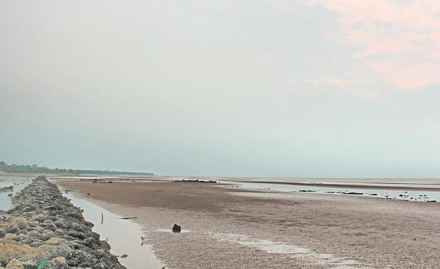 Pantai Selat Baru berlokasi di Selat Baru, Bantan Kabupaten Bengkalis. Terletak lebih kurang 30 KM dari kota Bengkalis dan dapat ditempuh dengan perjalanan darat baik menggunakan kendaraan roda dua atau kendaraan roda empat.