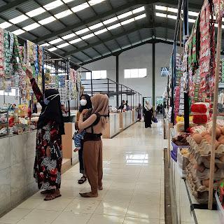 Pasar merupakan tempat masyarakat melakukan jual.beli
