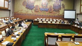 DPR Pertanyakan Laporan Kinerja Keuangan PT DI