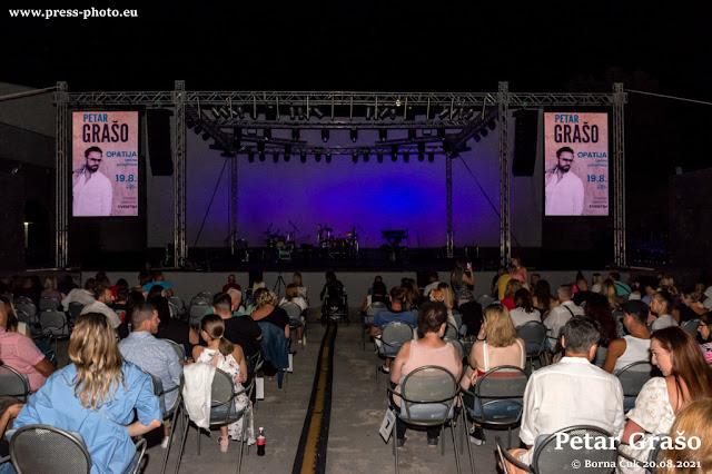 Petar Grašo oduševio svoju publiku  koncertom na ljetnoj pozornici u Opatiji