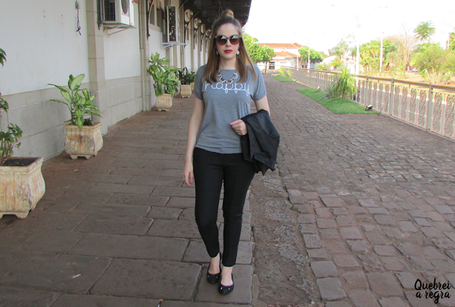 Look do dia: Blazer preto + t-shirt cinza