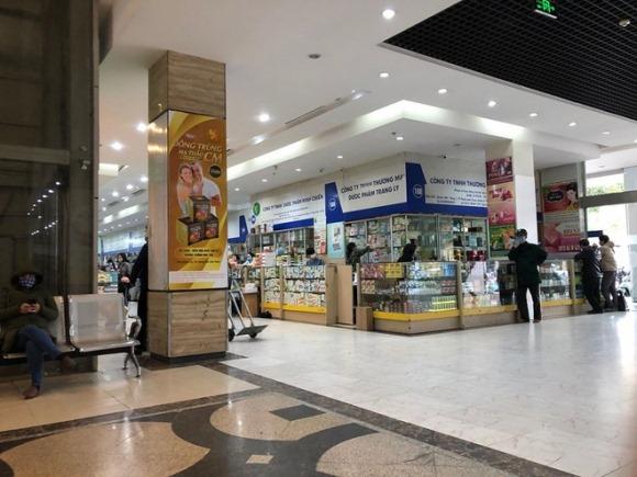 """Chủ cửa hàng tại chợ thuốc Hapulico giải thích lí do treo biển """"không bán khẩu trang"""""""