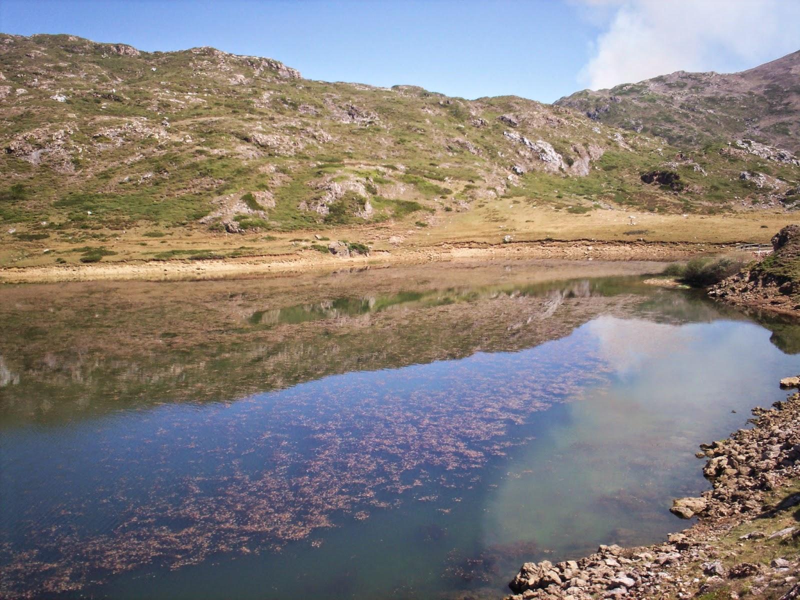 Vistas hacia el Lago Cerveríz en Somiedo