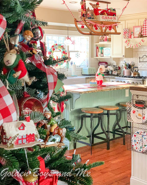 Whimsical and colorful holiday kitchen - www.goldenboysandme.com