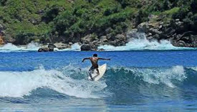 Tempat Selancar Paling Populer Di Indonesia