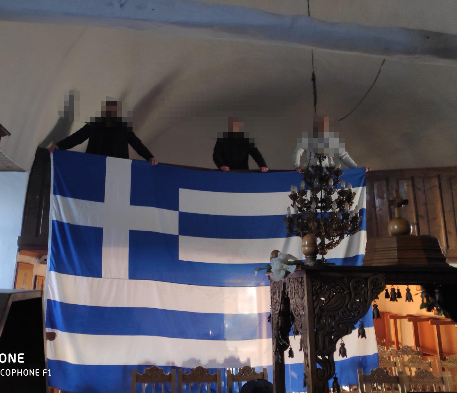 Αλεξανδρούπολη: Άνοιξαν εκκλησίες και ύψωσαν σημαίες