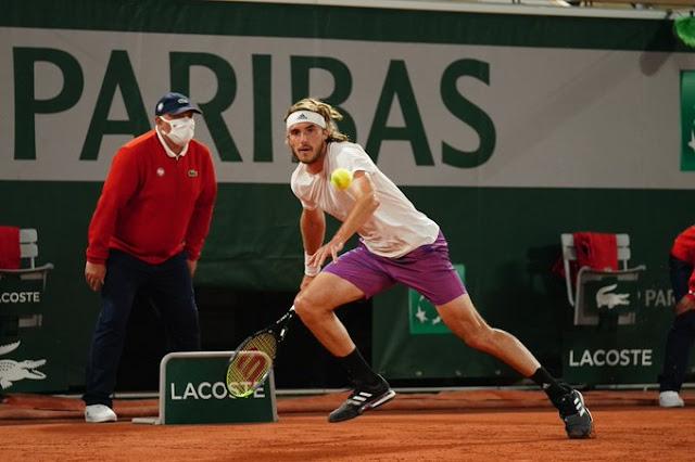 Stefanos Tsitsipas perde primeiro set, mas vence de virada em Roland Garros