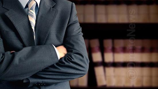 lei abuso prerrogativas advogados crime direito
