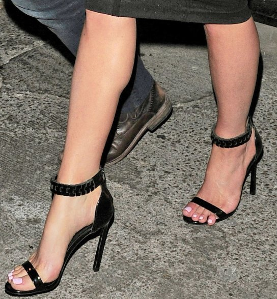https://celebritygalaworld.blogspot.com/2014/08/kate-beckinsale-sexy-in-heels.html