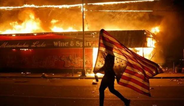 "Rusuh di Capitol Hill pada 6 Januari lalu semakin mengukuhkan posisi Amerika Serikat sebagai ""the new sick man"". Massa pendukung Donald Trump memprotes hasil pemilu yang telah memenangkan Joe Biden. Protes berlangsung dramatis. Massa yang awalnya memadati bagian luar gedung, akhirnya merangsek masuk. Para anggota parlemen yang bersidang untuk menetapkan Joe Biden sebagai presiden AS berikutnya pun terpaksa harus dievakuasi. Tercatat 4 orang tewas dalam peristiwa tersebut"