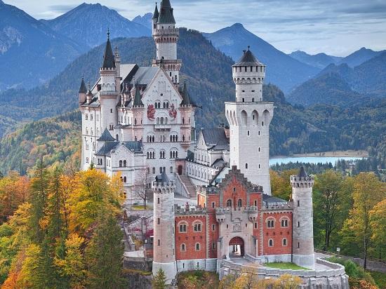 Kastel atau puri istana di zaman dulu yang masih mudah dijumpai di Eropa