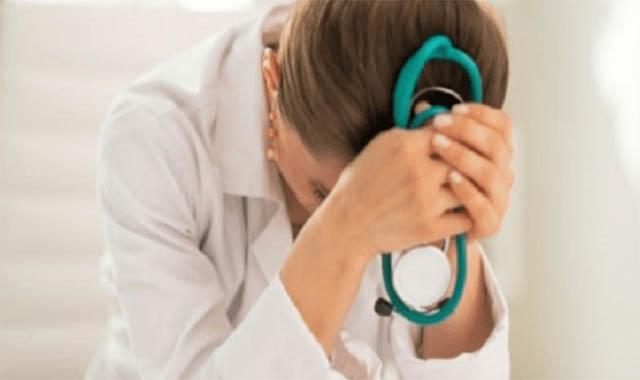 طبيبة مصرية بالكويت تتعرض للضرب