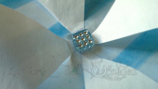 La TEI , centro della girandola di carta, con perlina