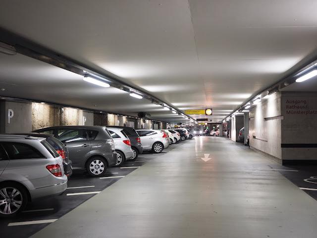 Khu tầng hầm để xe thông thoáng hiện đại