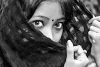 a women wearing bindi