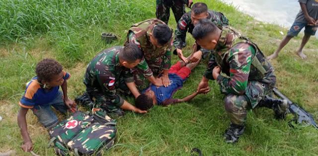 Viral, Aksi Heroik Prajurit TNI Selamatkan Anak Papua Yang Tenggelam Di Sungai