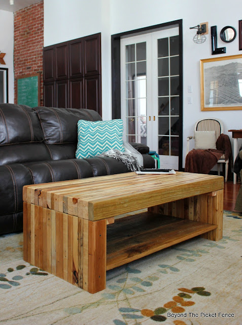 pallets, coffee table, 2x4 furniture, reclaimed wood, building, salvaged, rustic decor, Minwax,http://bec4-beyondthepicketfence.blogspot.com/2016/02/building-lessons-pallet-coffee-table.html