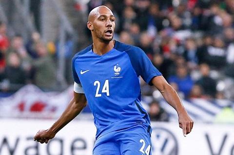 N'Zonzi mới được gọi lên tuyển Pháp vào tháng 11/2017 và anh cần phải nỗ lực hơn nữa để hy vọng lọt vào tầm ngắm của huấn luyện viên Didier Deschamps khi mà WC 2018 sắp tới.