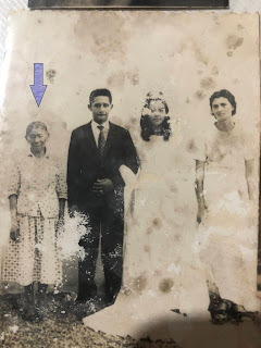 """Antônia Elídia Botelho, conhecida como """"Chantoninha"""", antecedente moradora da casinha, na imagem é a primeira da esquerda para a direita – Data: 1964 – crédito: Silvia Arruda."""