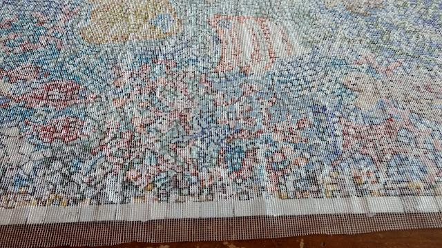 mosaico método inverso ou invertido. CDs, cacos de vidro, espelho, cerâmica, azulejos, vidro, cerâmica, conchas, pastilhas, tampas de garrafa