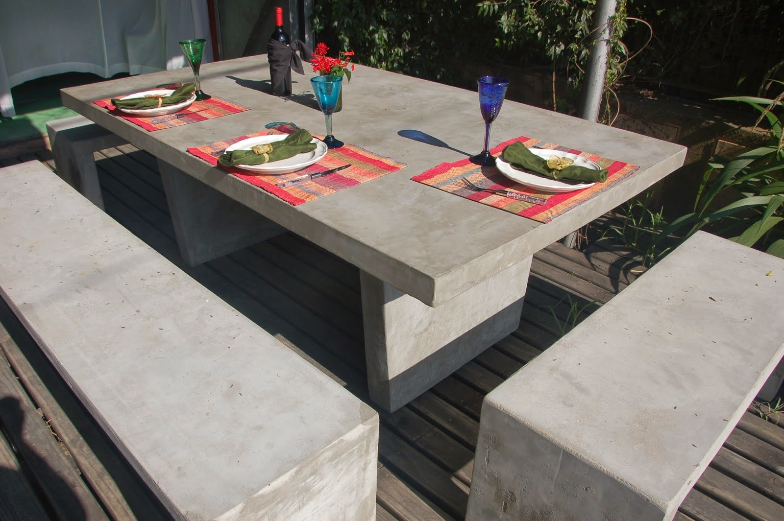 Muebles en cemento light estilo ribera for Muebles de jardin precios
