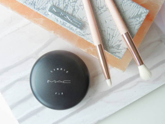 MAC Studio Fix Powder Plus Foundation pletovy puder