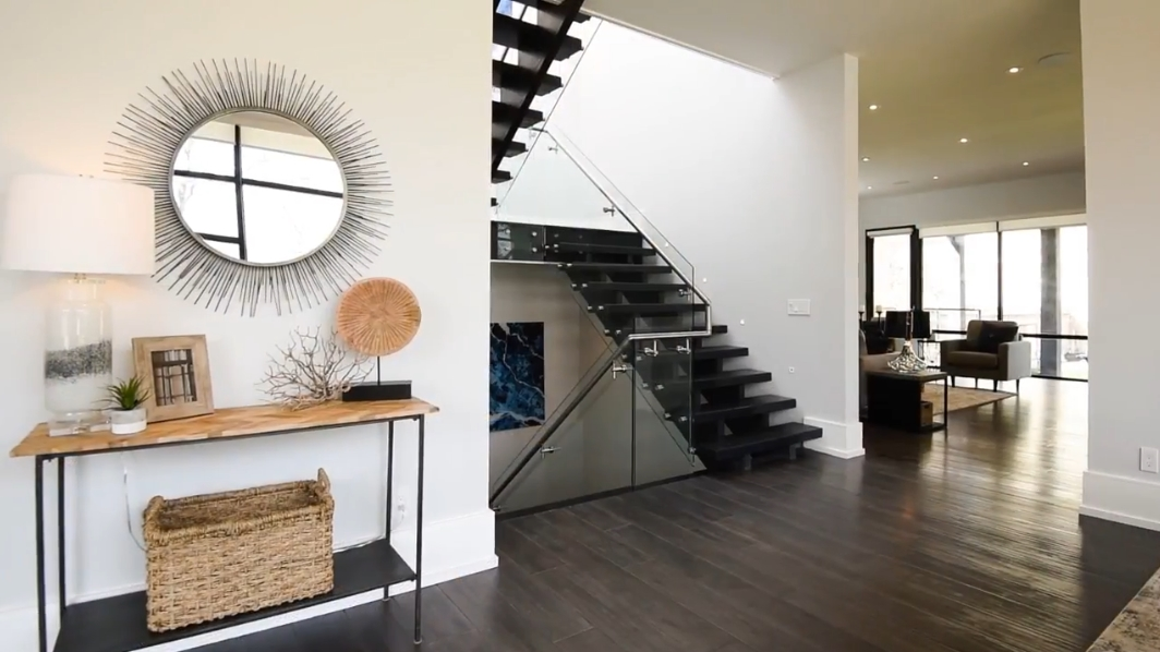 45 Home Interior Photos vs. 33 Wenonah Dr, Mississauga, ON Luxury Contemporary House Tour