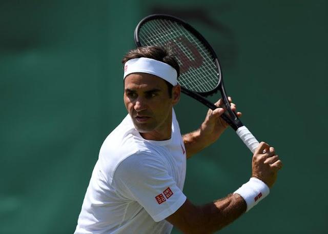 Roger Federer em ação no tênis