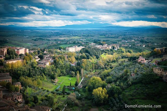 Dom z Kamienia widok z la Torre del Mangia Siena