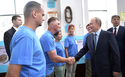 Vladimir Putin with volunteers of the Great Baikal Trail inter-regional public organization at the Baikal Zapovedny visitor center.