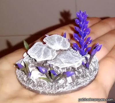 Pegadas las flores de plástico