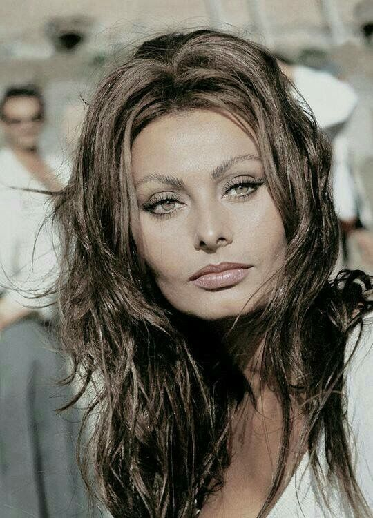 Yesterday Today 45 Beautiful Color Photos Of Sophia Loren In The 1950s And 1960s