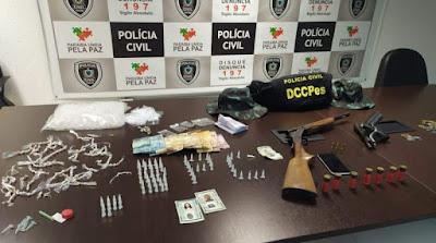 Polícia Civil apreende armas, drogas e dinheiro durante operação, em João Pessoa