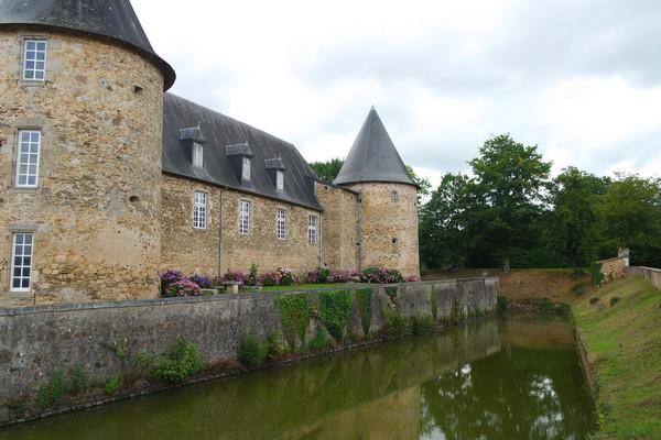 france charente château rochebrune