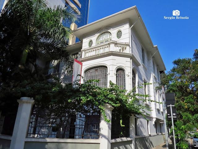 Vista ampla do casarão que já abrigou o Consulado da Suíça e também dos EUA - Jardim Paulista - São Paulo