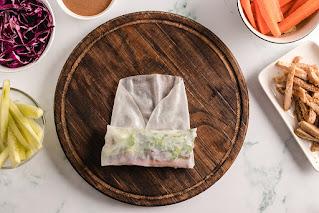 Rollitos de hummus,  zanahoria y cilantro