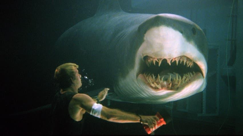 Хоррор «Глубокое синее море 3» про акул-убийц выйдет в конце июля